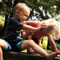 Почему ребенок дерется в детском саду
