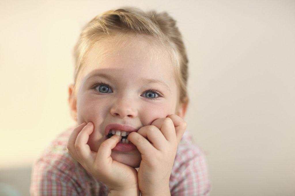 ребенок грызет ногти. Причины и решение 2